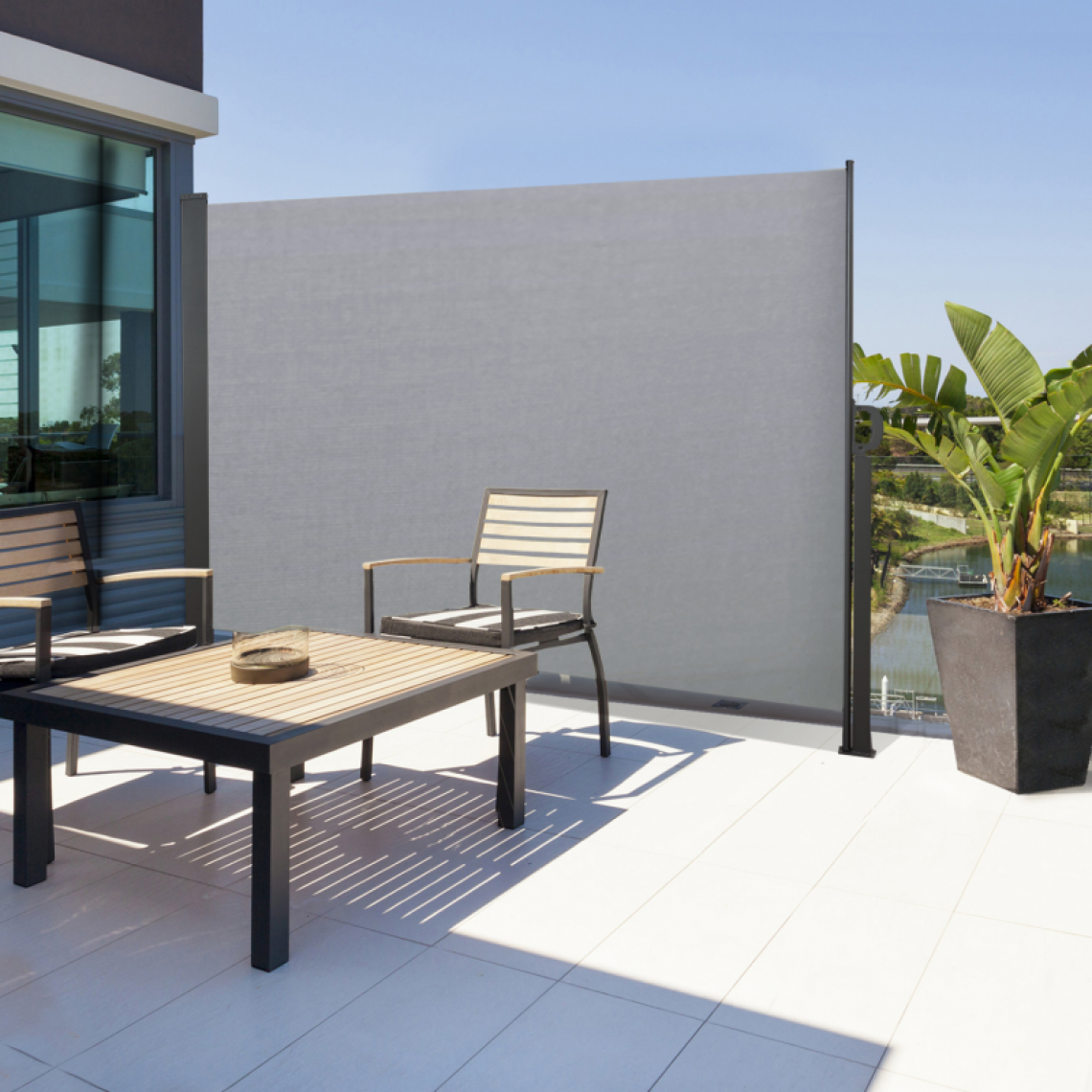 Idmarket Paravent extérieur rétractable 140 x 250 cm gris clair store latéral