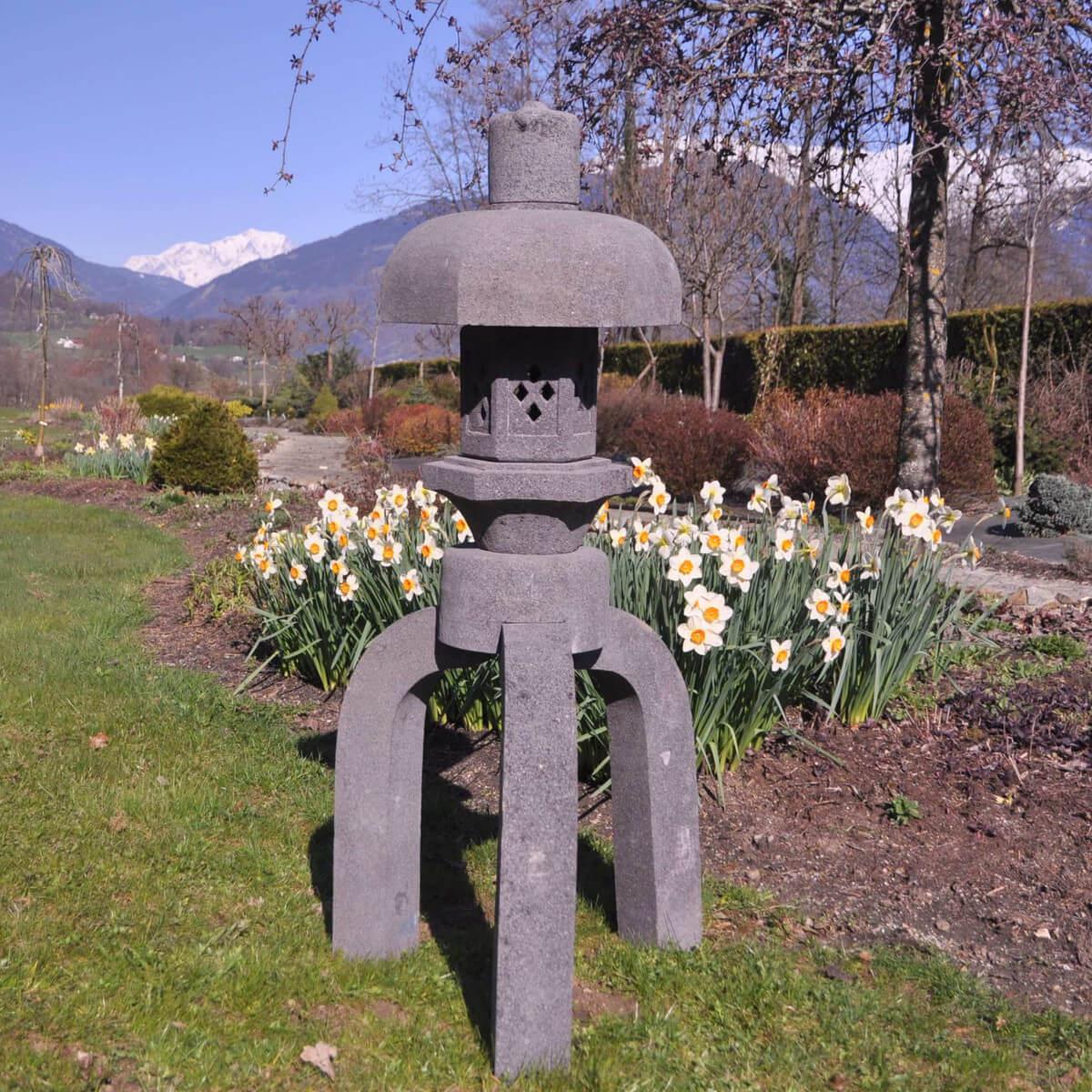 Wanda Collection Lanterne japonaise pagode en pierre de lave 1.20 m