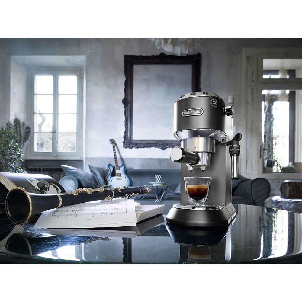 Delonghi Machine expresso de 1L 1350W noir